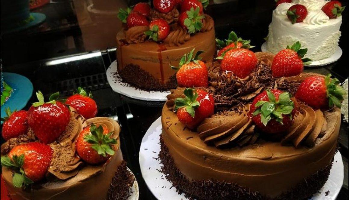 strawberry-chocolate-cake